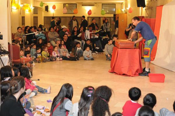 מסיבת חנוכה לילדי עובדים זרים 2012